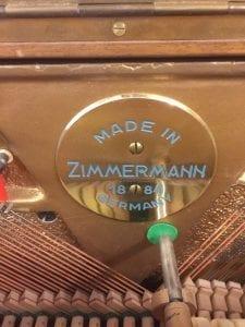 Akustiskt piano från zimmerman